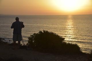Versuch, den Sonnenaufgang an der Küste von Luz (Lagos) malerisch festzuhalten; Portugal, Algarve (9)
