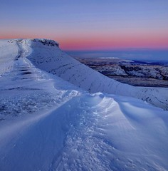 The ideal height (pauldunn52) Tags: sunrise corn du brecon beacons wales snow ridge pink blue