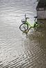 janvier 2018-Phénomènes météo.jpg (TOF TOF) Tags: 1mois1thème inondations paris quaideseine janvier2018phénomènesmétéo vélo roue route fleuve météo