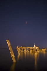 pier eclipse (eb78) Tags: ca california eastbay superbluebloodmoon lunareclipse npy nightphotography longexposure pier abandoned decay albany flemingpoint bloodmoon bluemoon supermoon fullmoon