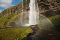 Seljalandsfoss, Island (Uli - www.auf-den-berg.de) Tags: seljalandsfoss wasserfall waterfall island iceland landschaft landscape sommer summer august sonne sun sonnig sunny wasser water regenbogen rainbow