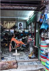 348-PELUQUERÍA DE CABALLEROS - MERCADO DE HALONG - VIETNAM - (--MARCO POLO--) Tags: mercados rincones curiosidades hdr peluquerias ciudades exotismo