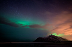 Stars, Aurora and Clouds (Waldemar*) Tags: thearctic lofoten archipelago norway 68°north 68°n cosmos space aurora northernlights nature landscape island beach ramberg flakstadt clouds skagen