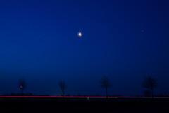 Die rote Linie .... (malp007) Tags: dämmerung landschaft licht blue landscape light lowlight lys morning object sky sunrise winter redline tree baum moon mond stillife bluesky blauestunde