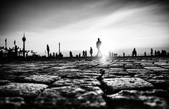 urban silhouettes (ThorstenKoch) Tags: street streetphotography schatten stadt strasse shadow silhouette schwarzweiss winter cold down düsseldorf duesseldorf sonne sky pov pattern people city fuji fujifilm thorstenkoch rhein rheinufer burgplatz rheinturm sunset clouds grain korn