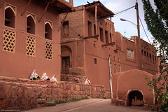 5DSL4418 (qlin zhang) Tags: abyaneh iran isfahan karkas mountain natanz safavid ancient anthropological architectural building red travel trip uniform village