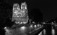 The Dame by night (damar47) Tags: urbanlandscape cityview citycenter city cityline citybynight nightscape atnight nightlife darkness night pentax pentaxart pentaxian pentaxk30 french france francia notredame cathedral cattedrale church chiesa river senna blackwhite blackandwhite monochromatic monochorme biancoenero