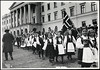 1004 N. 17. mai 1909 (National Library of Norway) Tags: nasjonalbiblioteket nationallibraryofnorway 17mai nasjonaldager barnetog opptog parades flagg flags folkedrakter nationalcostumes barn children bunader 17maitog