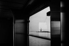 Liberty (tinto) Tags: 2017 28mm fuji fujifilm fujilove fujix100t fujixseries manhattan mirrorless newyork nyc tintography vsco vscofilm wclx100 wideangel x100t statue liberty bw blackandwhite