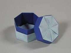 Heptabox (Mélisande*) Tags: mélisande origami box heptagon twist