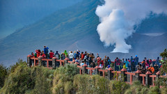... volcano watching ... (wolli s) Tags: batoc bromo indonesia indonesien java semeru sonnenaufgang vulcano vulkan landscape sky smoke sunrise timur volcanic volcaniclandscape volcano sukapura jawatimur id nikon d7100