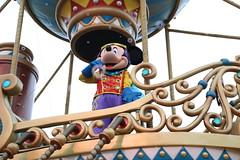 flights of fantasy parade (alienalice) Tags: hkdl hkdisneyland flightsoffantasyparade donaldduck daisyduck mickeymouse minniemouse gelatoni chipndale aurora chewbacca r2d2 elsa goofy pluto anna sofia