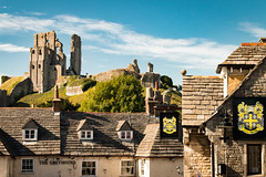 Corfe (Keith in Exeter) Tags: corfe castle town hostelry greyhound inn pub publichouse bankesarms hotel building architecture fort ruins heritage nationaltrust coatofarms slate roof hill ancient stone wall commanding landscape sky dorset signeage