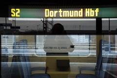 018_2018_01_06_03_Essen_Hbf_6186_907_D_XRAIL_&_2186_910_I_XRAIL_&_2186_908_I_XRAIL_&_6186_906_D_XRAIL (ruhrpott.sprinter) Tags: ruhrpott sprinter deutschland germany allmangne nrw ruhrgebiet gelsenkirchen lokomotive locomotives eisenbahn railroad rail zug train reisezug passenger güter cargo freight fret essen hbf dortmund parisnord wuhan china db vrr sbahnrheinruhr s2 sncf thalys xri xrail 0422 6186 2186 186 outdoor logo natur