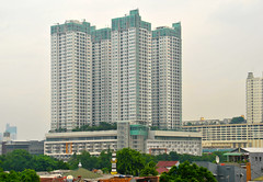 Kompleks Thamrin Residence (That's not the way Debbigail depicted (using album) Tags: jakarta building gedung architecture arsitektur apartment apartemen