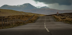 Road trip to Scotland (Jean-Luc Peluchon) Tags: lumix fz1000 route road île island montagne mountain sky ciel nuage cloud météo weather way path atmosphere atmosphère nature wild sauvage threatening
