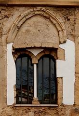 """Riflessi """"moderni"""" in una finestra antica (dona(bluesea)) Tags: palermo sicilia sicily finestraantica ancientwindow"""