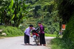 Porucha na obzoru (zcesty) Tags: vietnam22 silnice motorka domorodci vietnam dosvěta hàgiang vn