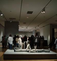 Hiperrealismo..(Museo Bellas Artes..Bilbao ) (Olynbe) Tags: basquecountry bizkaia bilbao museo bellasartes monocomado olynbe figurasmonocromadas sony esculturas exposiciónhiperrealista hiperrealismo19732016