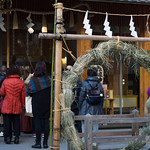 Kuma's good works. He is never forget Japanese traditional mixed moden style. This shrine is surrounded by high transparency glass. Also, apartment is within shrine grounds. Of course apartment is designed by Kuma. 隈さんは神社も手掛けるんですね。パッと見ではちょっとわかりませんがガラスで覆われています。