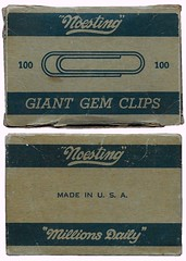 Noesting Giant Gem Clips package (Edlunddesign) Tags: 1color print officesupply vintage retro graphicdesign packagedesign box 1960s usa english paperclip noesting ephemera giantgemclips