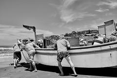 Brasilien 2017-18 Itapirubà Fischer 2 (rainerneumann831) Tags: brasilien itapirubà strand meer fischer boot bw blackwhite blackandwhite ©rainerneumann