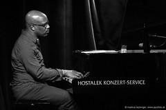 Orrin Evans: piano (jazzfoto.at) Tags: wwwjazzfotoat wwwjazzitat jazzitsalzburg jazzitmusikclubsalzburg jazzitmusikclub jazzfoto jazzphoto davidmurray davidmurrayquartet davidmurrayquartetfeatsaulwilliams jazzinsalzburg jazzclubsalzburg jazzkellersalzburg jazzclub jazzkeller jazzit2018 jazzsalzburg jazzlive livejazz konzertfoto concertphoto liveinconcert stagephoto greatjazzvenue greatjazzvenue2018 downbeatgreatjazzvenue salzburg salisburgo salzbourg salzburgo austria autriche blitzlos ohneblitz noflash withoutflash sony sonyalpha sonyalpha77ii alpha77ii sonya77m2 sw bw schwarzweiss blackandwhite blackwhite noirblanc bianconero biancoenero blancoynegro zwartwit concert konzert concerto concierto a77m2 pretoebranco