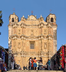 A beautifully crafted facade (Chemose) Tags: mexico mexique chiapas sancristóbaldelascasas church église santodomingo baroque façade facade marché market hdr canon eos 7d mars march