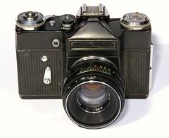 Zenit E + Helios 44-2 2/58. Made in USSR (arodrguez94) Tags: helios zenit zenite slr filmcameras madeinussr ussr