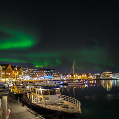 Harborscene with Polarlight (Role Bigler) Tags: canon canonef2820mmusm canoneos5dsr gizo harbour meer nachthimmel nightsky norwegen nothernlight port scandicishavshotel schnee troms tromsö tromsø arctic auroraborealis boat building city cold color f18 greensky hafen harbor haven hotel nordlicht norge norway polarlicht reflection reflections sea ship sky snow square stadt ultrawideangle wideangle winter yacht