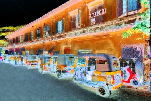 India - Kerala - Fort Cochin - Streetlife With Auto Rickshaws - 143bb