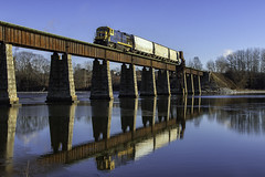 Morning reflections (Thomas Coulombe) Tags: centralmainequebec cmq geb237 b237 millriver bridge trestle thomaston maine freighttrain train reflection rocklandbranch