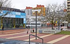 - märkisches viertel VI - (-wendenlook-) Tags: color colors architektur architecture urban berlin märkischesviertel sony a7ii 5518 55mm zeiss 180 f80 iso400