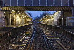 Mortlake station, Sheen Lane, SW14 (Tetramesh) Tags: tetramesh london england britain greatbritain gb unitedkingdom uk