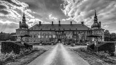 Schloss Lembeck / Castle Lembeck (André Schlüter Photography) Tags: schlosslembeck dorsten nrw deutschland wasserschloss schloss 100schlösserroute nikon d750 bw btw blackandwhite münsterland burg moatedcastle castle