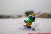 Schlumpfine unterwegs auf der Eispiste (Stefan's Gartenbahn) Tags: schlumpf schlumpfine snowboard ski slalom snowboarden danboard danbo eis eiskristall muschel toy schleich binz rügen