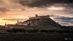 Castillo de Medellín, Badajoz (jesbert) Tags: castillo castle medellin badajoz extremadura spain españa atardecer sunset sony a7rii 85mm cielo sky nubes clouds