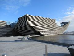 Dundee (alexliivet) Tags: dundee scotland uk architecture building modern 2010s museum gallery exterior shape va victoriaandalbertmuseum vam vadundee