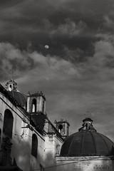 San Cristóbal de las Casas (marcermzg) Tags: travel mexico chiapas traveling manocromo luna moon ciudad calle