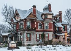 Roberts Mansion (ValeTer_) Tags: nikond7500 spokane usa wa washingtonstate robertsmansion building architecrture snow christmas