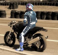 DUCATI (driver Photographer) Tags: 摩托车,皮革,川崎,雅马哈,杜卡迪,本田,艾普瑞利亚,铃木, オートバイ、革、川崎、ヤマハ、ドゥカティ、ホンダ、アプリリア、スズキ、 aprilia cagiva honda kawasaki husqvarna ktm simson suzuki yamaha ducati daytona buell motoguzzi triumph bmw driver motorcycle leathers dainese motorrad