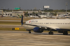 Scenes from Fort Lauderdale–Hollywood International Airport (Fort Lauderdale, Florida) - Saturday February 24, 2018 (cseeman) Tags: fll fortlauderdale–hollywoodinternationalairport fllterminald terminald airports terminals fortlauderdaleairport fortlauderdale browardcounty florida deltaairlines fll02242018 airplanes passengeraircraft aircraft airlines