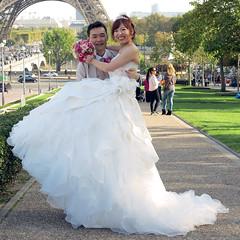 Happy Chinese newlyweds ! (pivapao's citylife flavors) Tags: paris france trocadero girl lovers wedding