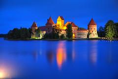 Happy 2018 (hapulcu) Tags: baltic lietuva litauen lithuania lituanie trakai automne autumn autunno herbst toamna rain bluehour castle lake