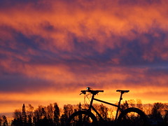 2017 Bike 180: Day 293, December 31 (olmofin) Tags: 2017bike180 finland sunrise vantaa mzuiko 45mm f18 bicycle polkupyörä mtb 29er sky taivas