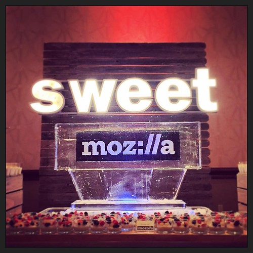 @hiltonaustintx even has the deserts hooked up for @mozillagram too! #fullspectrumice #logo #icesculpture #branding #thinkoutsidetheblocks #brrriliant - Full Spectrum Ice Sculpture