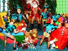 👬 🎄Papai Noel e seus duendes🎁🎅 (FranBoy Monteiro) Tags: doll dolls toy toys boneco bonecos boneca bonecas cute pretty beauty love amor fashion fashionista fashionistas moda outfit clothes look model models gay gayguy guy boy fun diversão cool handsome awesome barbie ken handmade diy merrychristmas merry christmas feliz natal feliznatal feliznavidad navidad santa claus papainoel noel red glow brilho green guys gift presentes disneydoll disneyprince prince eah everafterhigh tom finland tomoffinland integritytoys integrity fashionroyalty royalty figure