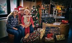 BEH_3382ll (Cath'art Photography) Tags: christmas noel fete cadeau cadeaux famille family happy merry day child enfant kinder home heureux