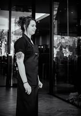 2016-10b-F0163-s copia (Fotgrafo-robby25) Tags: byn fujifilmxt1 fujinon16mm instantáneascallejeras tatoos