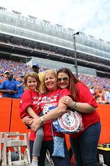 2016_T4T_University of Florida 49 (TAPSOrg) Tags: taps tragedyassistanceprogramsforsurvivors teams4taps gainesville florida universityofflorida football collegefootball salutingthosewhoserve survivors 2016 military outdoor vertical redshirt footballfield group women girl kid child paddle posed